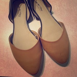 Kenneth Cole pointed toe flats dual color